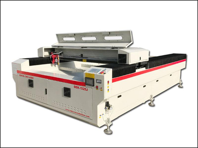 China hot sale co2 laser cutting machine used for advertising industry