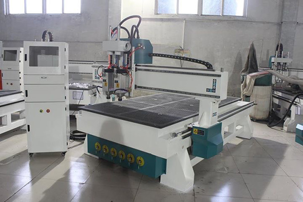 The difference between Multi-spindle woodworking engraving machine with ATC cnc router